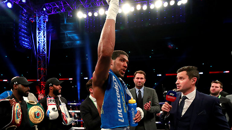 Anthony Joshua shoulder