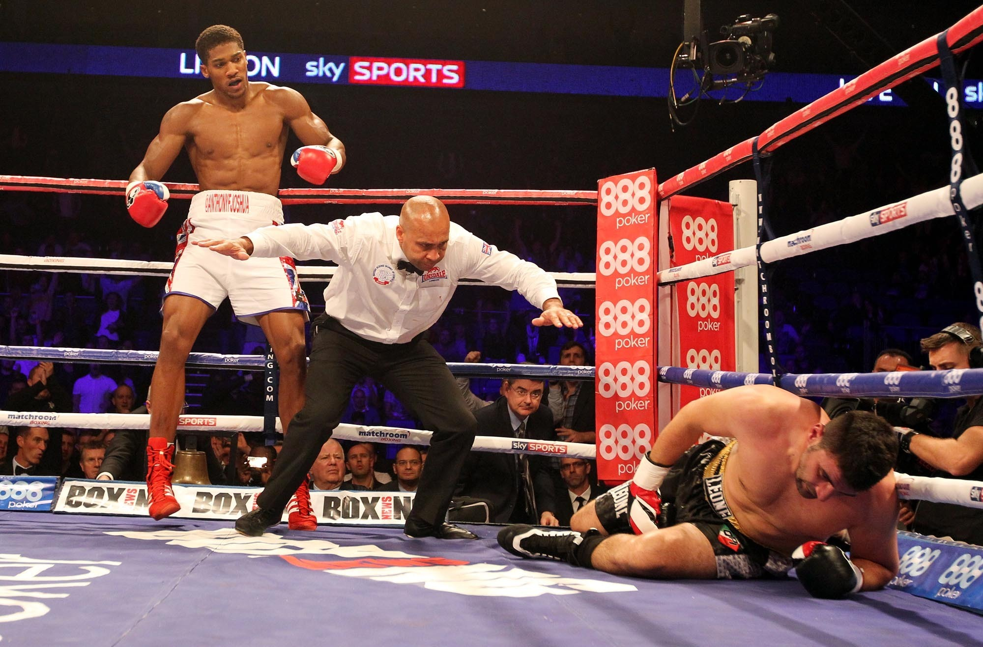 Anthony Joshua beats Emanuele Leo in his first pro fight