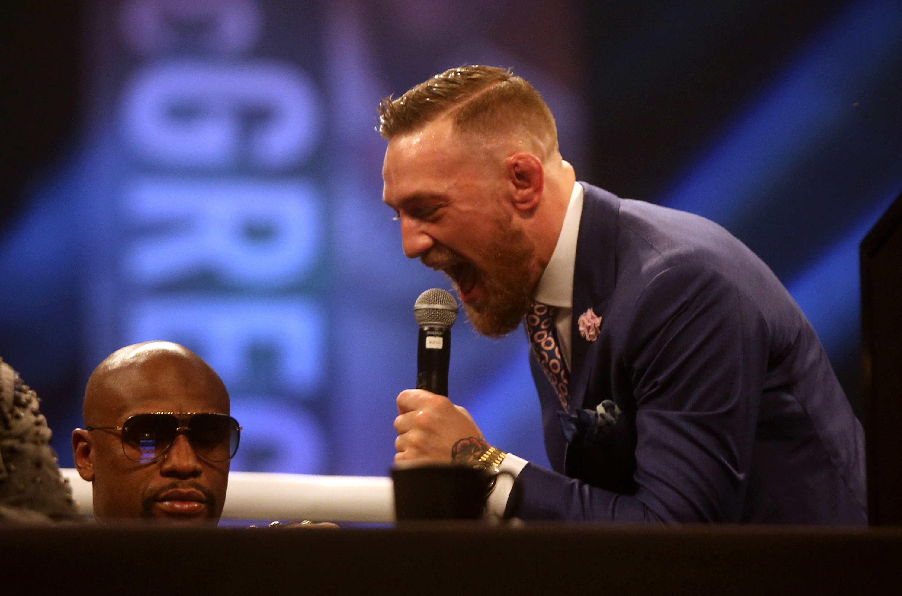Conor McGregor taunts Floyd Mayweather