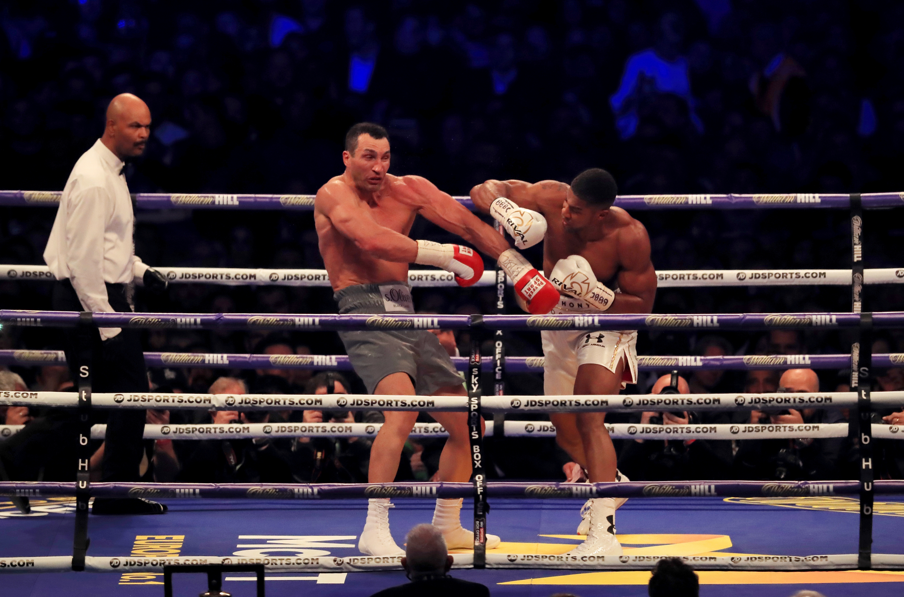 Anthony Joshua lands a right on Wladimir Klitschko