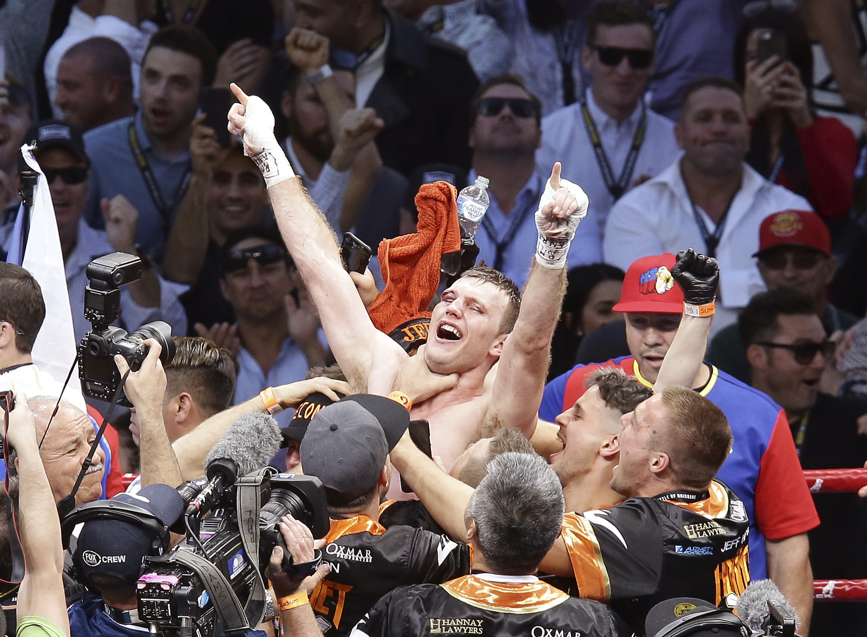 Jeff Horn celebrates in Brisbaned (Tertius Pickard/AP)